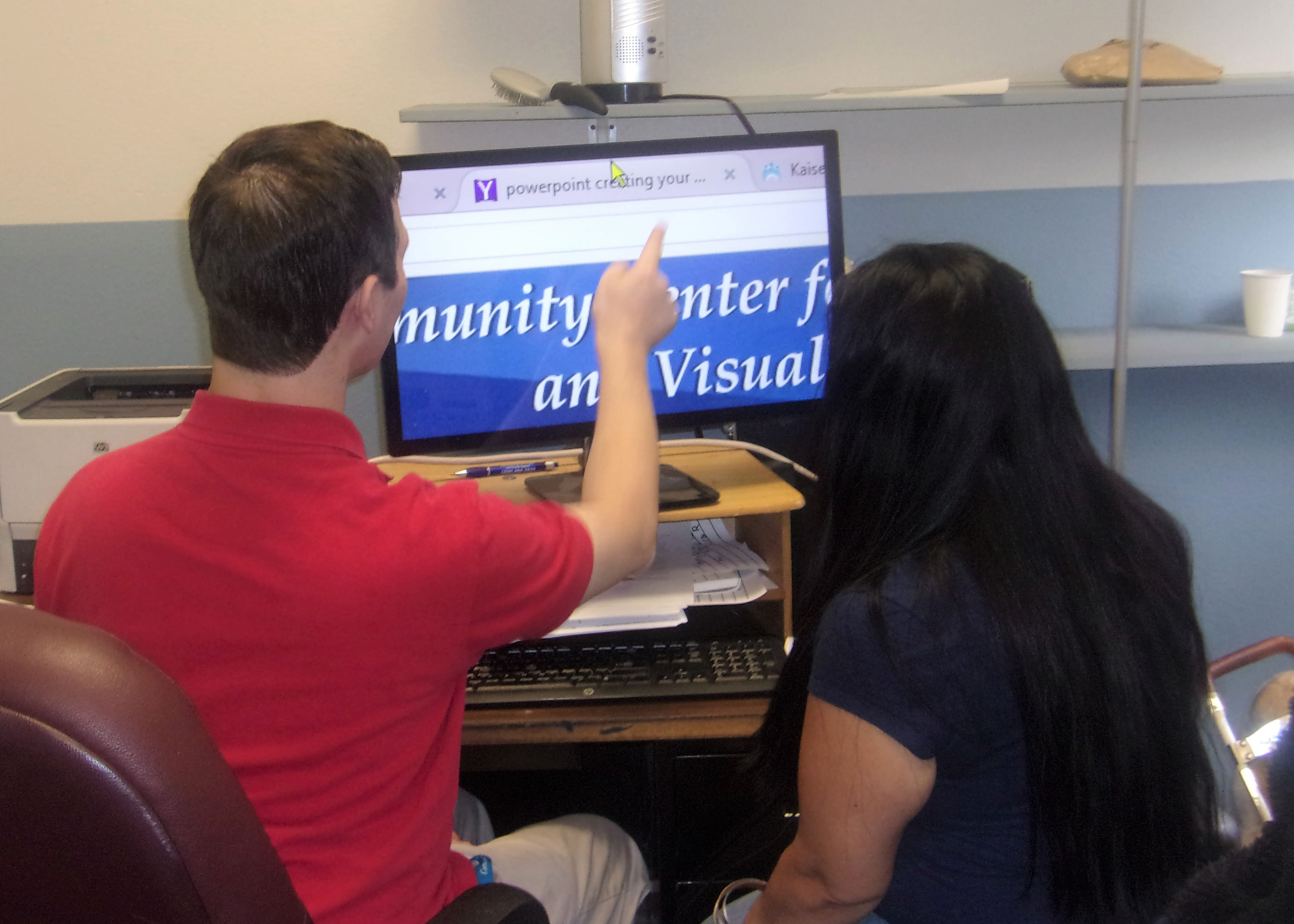 Assistive technology instructor demonstrates a computer using screen magnification software.